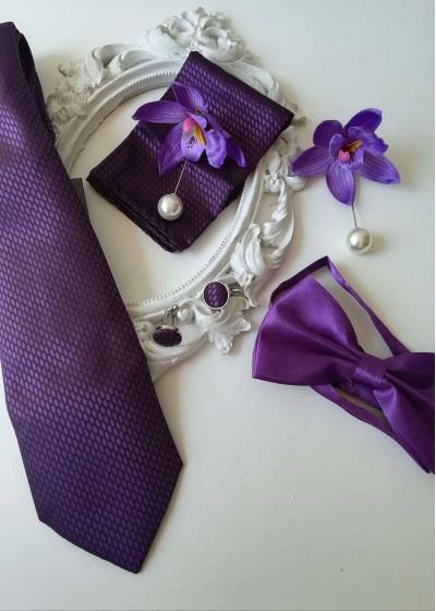 Сватбен комплект за младоженец и кум вратовръзка, папийонка, бутониери, кърпичка и ръкавели тъмно лилаво Purple Passion