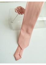 Красив комплект вратовръзка и бутониера в цвят праскова