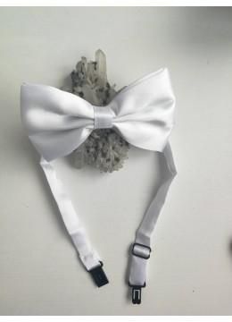 Мъжка папийонка в бяло