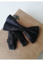 Модерна черна папийонка с черепи