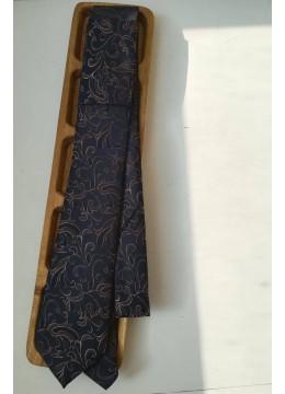 Официална вратовръзка за мъже в тъмно синьо с флорални мотиви в бежово златно by Greda