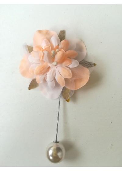 Бутониера за младоженец- цвете в прасковено