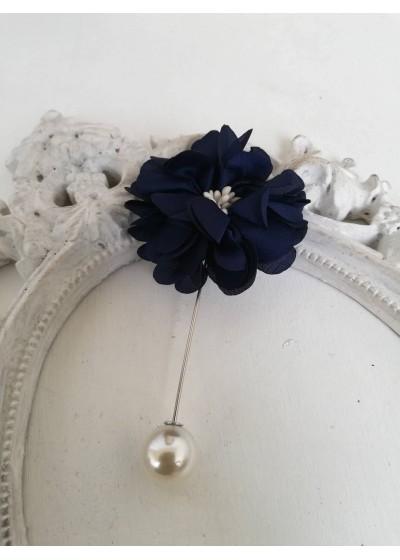 Бутониера - игла за младоженец цвете в тъмно синьо