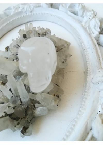 Медальон - череп от планински кристал